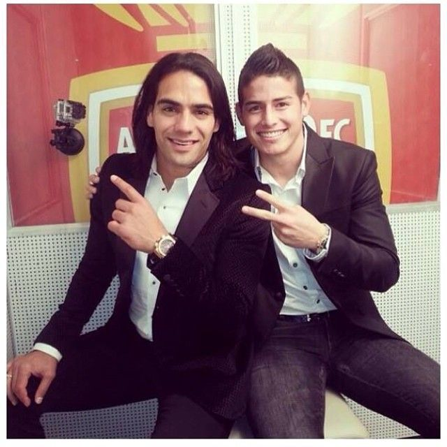 "Elegantes dentro y fuera de la cancha. Falcao, James Rodriguez #Colombia. It is so sad that Falcao couldn't play. But sometimes I wonder, ""What if Falcao played and James didn't?"" Well everything happens for a reason I guess!"