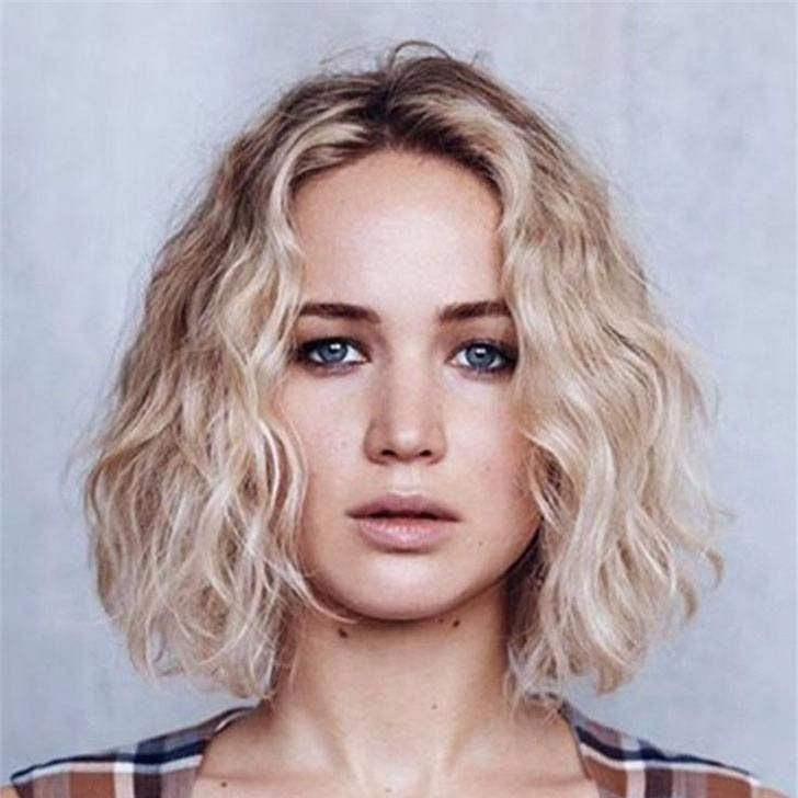 40 Wavy Bob Hairstyles 2018 That Look Gorgeous And Stunning Shorthairbob Wavy Bob Hairstyles Short Hair Styles Curly Hair Styles