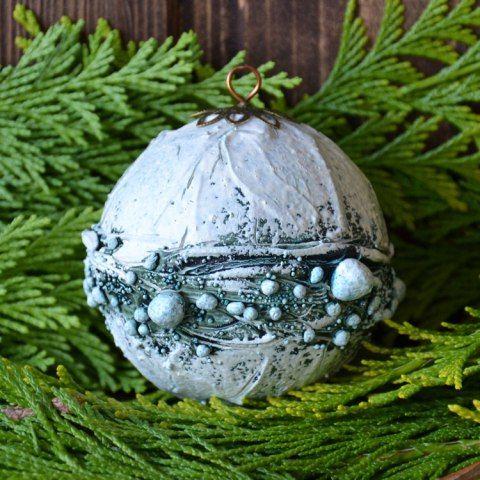Wenn es um Weihnachtskugeln geht, dann ist Powertex immer meine erste Wahl. Mit keinem anderen Material kann ich so vielfältige, ausgefallene und einmalig schöne Weihnachtskugeln machen wie mit Pow…