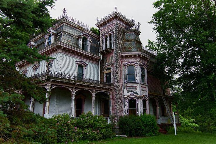 Abandoned old victorian house new york usa for New victorian homes