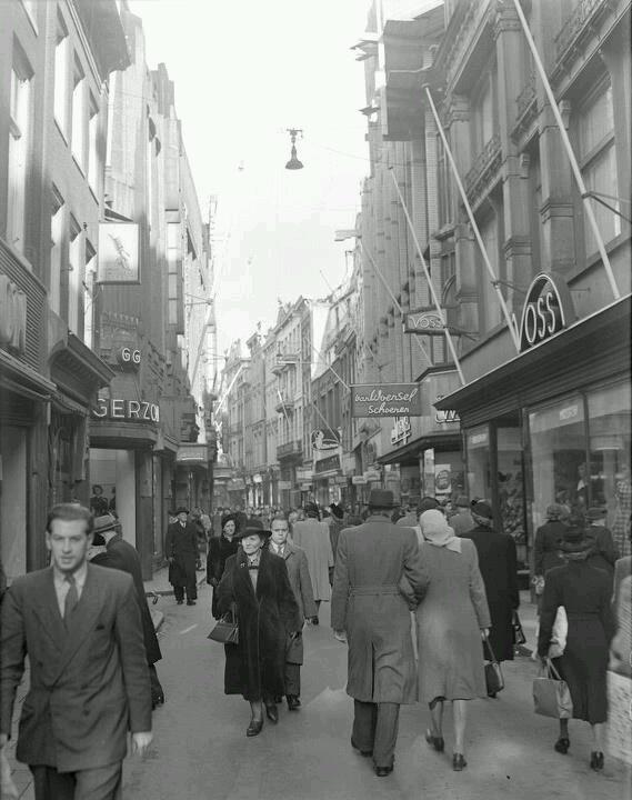 1949. Kalverstraat in Amsterdam. #amsterdam #1949 #kalverstraat