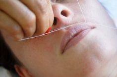 Depilación con hilo de labio superior, eficaz y más suave.