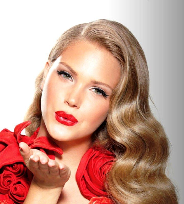 flawless makeup: A Kiss, Vintage Hairstyles, Makeup Tools, Flawless Makeup, Red Lips, Hair Makeup, Vintage Beautiful, Soft Waves, Retro Hairstyles