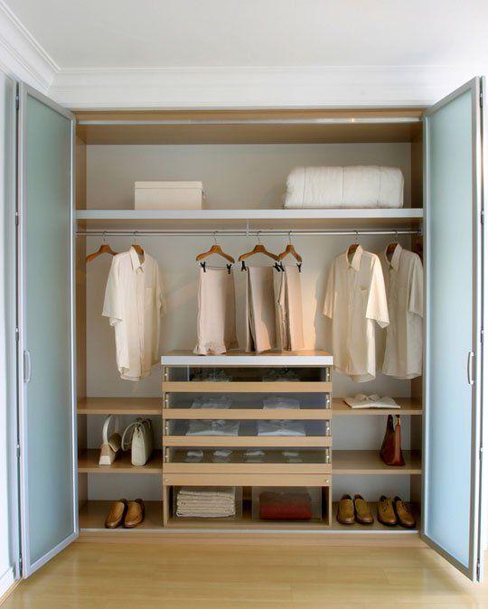 Placard aménagé en dressing #dressing #mode #vetement #hommes #bricolage #penderie #design #appartement #maison #dressingroom