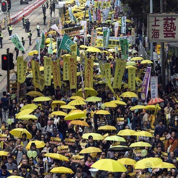 Χιλιάδες διαδηλωτές υπέρ της δημοκρατίας βγήκαν στους δρόμους του Χονγκ Κονγκ
