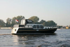 "Houseboat ""Valk-Content 1300"" for 6 persons, cruising the Frisian Lake District in Holland."