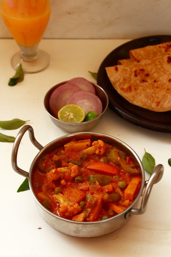 kadai vegetable recipe, how to make veg kadai recipe, tasty side dish for chapati, roti, naan. kadai veg can be made easily at home with kadai masala