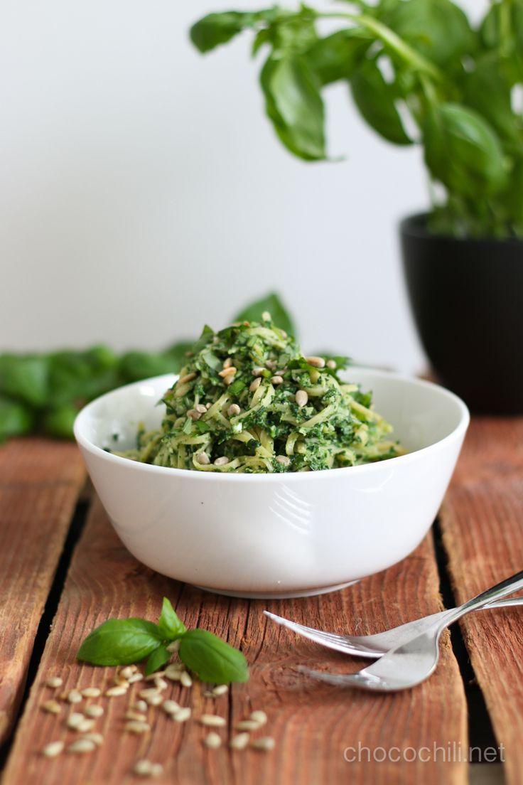 Vegan Cashew Spinach Pasta // chocochili.net