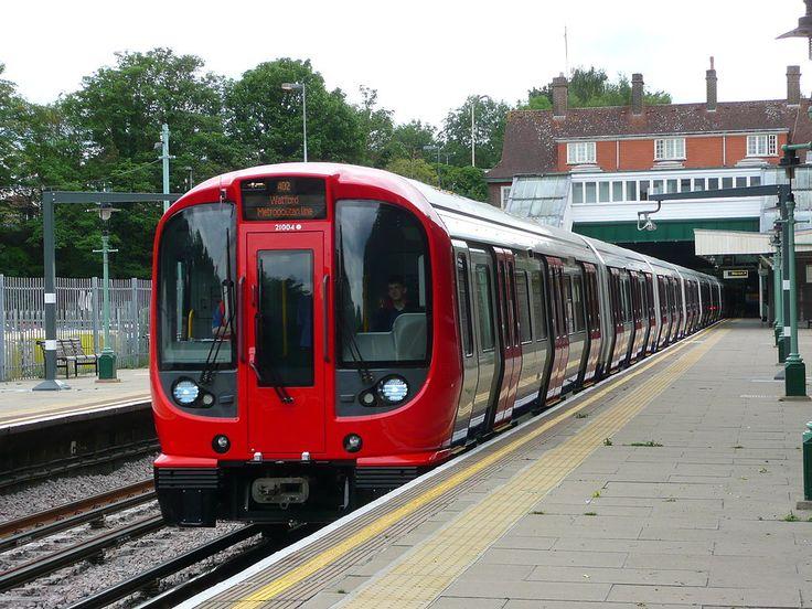 Metropolitan Line S8-Stock train arrives at Croxley.