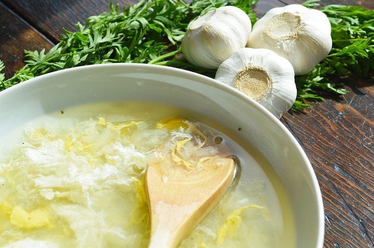 Soupe à l'ail et aux œufs | Les trois Chefs