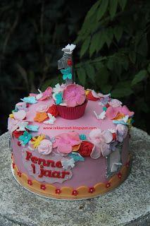 lekker zoet: bloemetjes en vlinders en liefst zacht roze taart ...