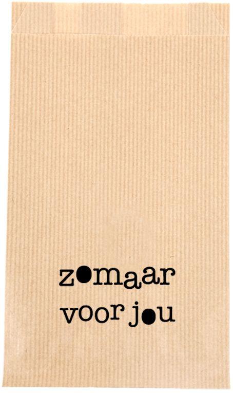 """KRAFT BAG """"ZOMAAR VOOR JOU"""" Met deze kraft bags heb je geen gedoe meer met inpakken en rollen papier. Verpak het cadeautje makkelijk, snel en origineel in deze kraftbag met de tekst  """"zomaar voor jou"""".   Formaat: 12 x 4,5 x 21,3 cm.   Graag een kraft bag met uw eigen logo, voor een bruiloft, geboorte of feestje? Dat is mogelijk, hiervoor dezelfde prijzen en bij grotere afname een speciale prijs. Stuur voor meer informatie een mailtje naar info@sascrea.nl"""