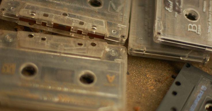 Cómo grabar cintas de cassette en una computadora portátil. Las cintas de cassette se desgastan y se vuelven frágiles con el tiempo, lo que incrementa la posibilidad de que un cassette se atasque dentro del reproductor de cintas y quede inutilizable. Las cintas pueden encontrar nueva vida en el dominio digital con un simple proceso de conversión que transforma la señal análoga de un cassette en información ...