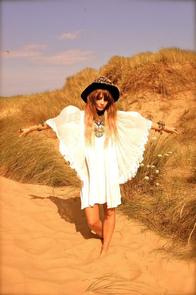 Floaty bohemian chic summer dress. Cute hat & layered boho jewelry.