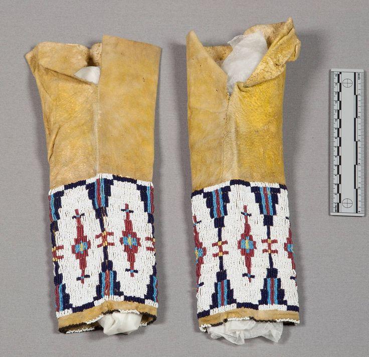 Леггинсы девочки, предположительно Южные Шайены. Вид два. Оклахома. NMNH.