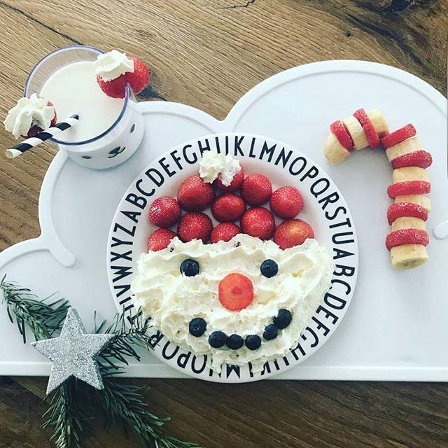 It's starting to feel very festive ...ho ho ho a Santa feast The Design Letters ABC tableware make mealtimes fun!  Shop the collection Instore or online www.joshjennakids.com . .@prinzandlilu . . ..#mealtime #alphabet #babyweaning #designletters #Arnejacobsen #alphabet #arnejacobsenvintageabc #abc #santa #strawberry #strawberriesandcream  #kidsinspo #kidsfood #designled #kidscup  #danish #typography #kidsmealtime #kidsdinnerwear #breakfast #lunch #brunch #dinner  #toddlerlife  #designlet...