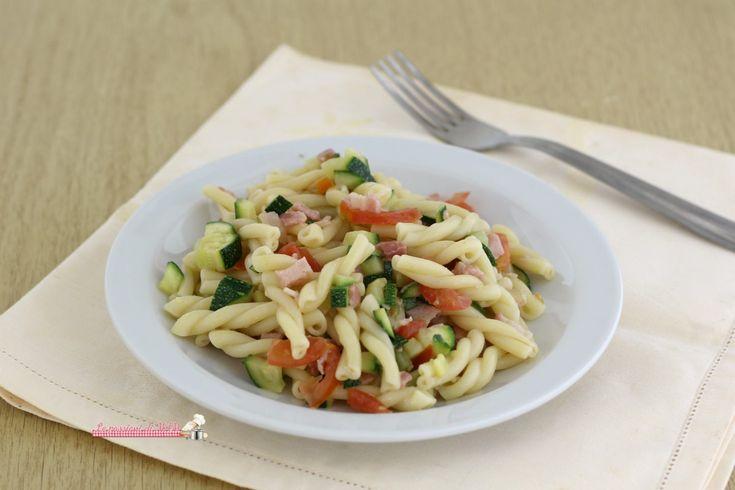 Pasta+fredda+zucchina+e+pancetta