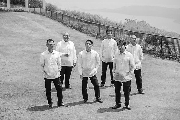 Groomsmen in Barong Tagalog | http://brideandbreakfast.ph/2015/10/11/a-journey-for-two/ | Photo: Den Llanos Dee