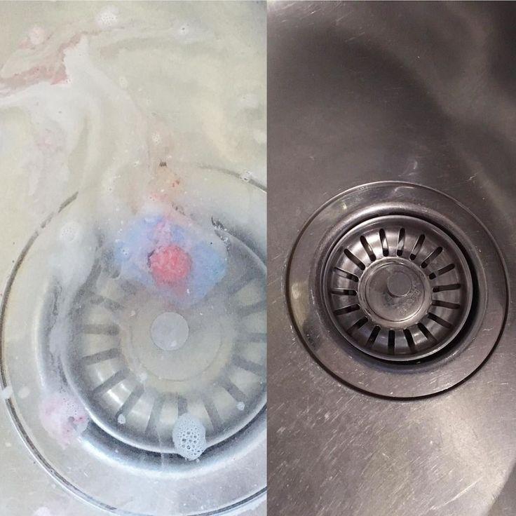 Der Abfluss verstopft ständig? Einfach ein Geschirrspül-Tab im Becken auflösen. Das lässt nicht nur alles glänzen, sondern entfettet gleichzeitig den Ablauf und beseitigt Gerüche. 🌊