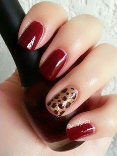 Uñas color rojo con dorado – 20 Ideas geniales   Decoración de Uñas - Manicura y Nail Art