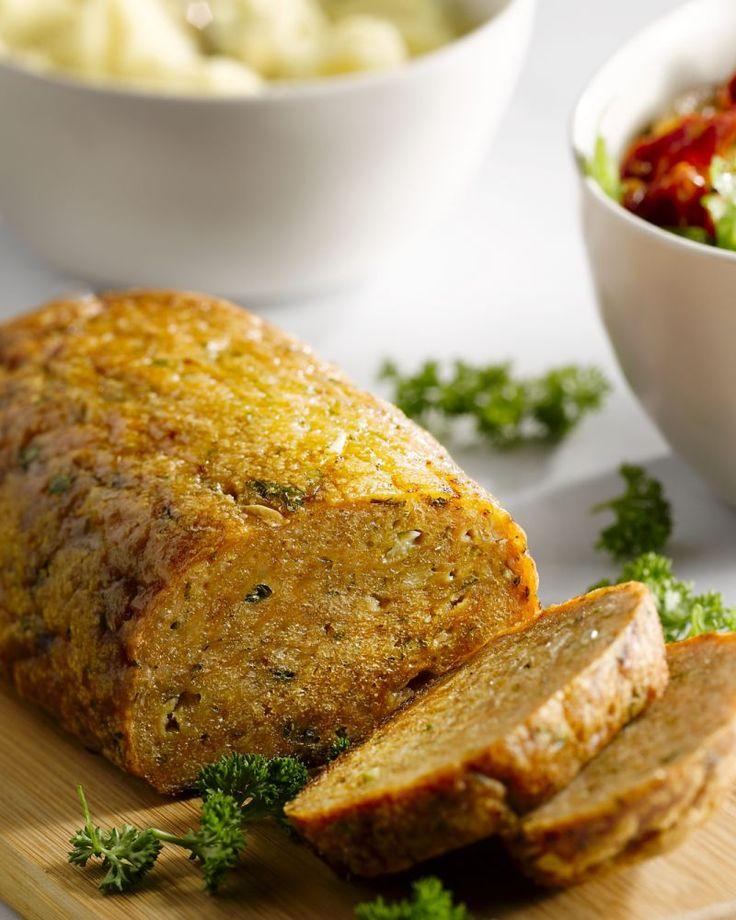 Met dit zuiderse kippengehaktbroodje zal je scoren! Super lekker met aardappelpuree en een frisse tomatensla erbij.
