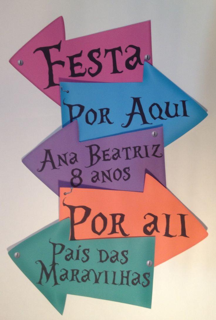Peças decorativas para festas com o tema Alice no País das Maravilhas. Confeccionado em papel color Plus 240gr com impressão de alta qualidade! Cores e textos podem ser modificados!