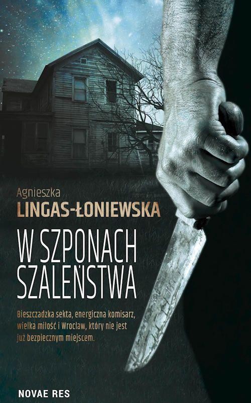 """""""W szponach szaleństwa"""" Agnieszki Lingas-Łoniewskiej to thriller z wątkiem miłosnym w tle, który jest połączeniem wszystkiego co dobre w literaturze: zbrodni, napięcia, suspensu, psychologii oraz odrobiny jakże gorącej namiętności. A najlepsze w tym wszystkim jest to, że zbrodnia którą starali się rozpracować główni bohaterowie była dość niespotykana... Reasumując, książki nie da się przeczytać inaczej niż jednym tchem."""