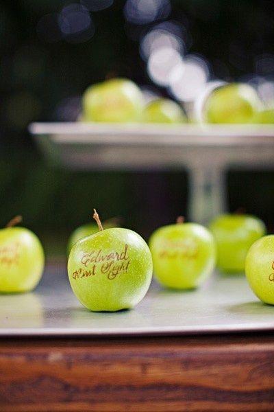 Green apples as escort cards - such a great fall wedding idea