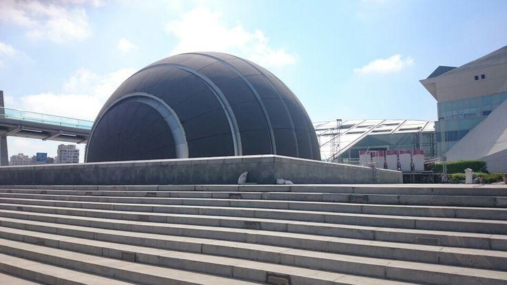 Il Science Center Planetarium (PSC) è il luogo ideale per godersi una giornata di apprendimento divertente. Si tratta di un non-profit fondazione educativa indipendente dedicato ad aumentare la consapevolezza, l'interesse e la comprensione da parte del pubblico della scienza e della tecnologia attraverso l'intrattenimento.  Il CPS ha lanciato la FIRST LEGO League (FLL) in Egitto, nel 2006, la Festa della Scienza nel 2008, e la Intel Biblioteca Alessandrina