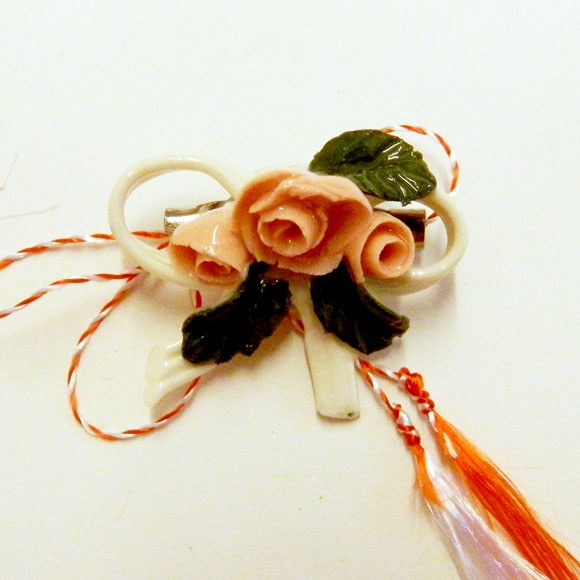 Martisor Pink Rose (10 LEI la handmademylove.breslo.ro)
