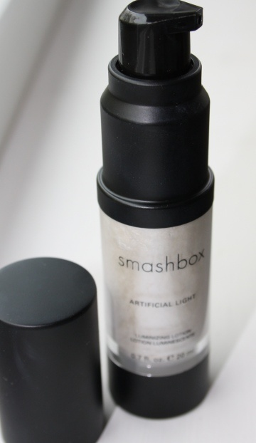 loving this highlighting lotion - smashbox artificial light luminizing lotion in 'diffuse'