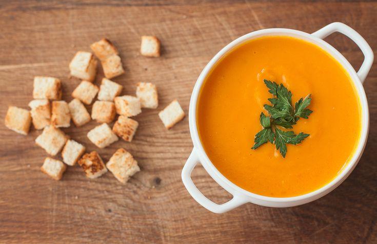 Французы едят супы. В основном, это протертые супы или супы-пюре. В каждой области ингредиенты немного отличаются. Если вместо чечевицы положить белую фасоль, то вместо супа по-овернски получится суп берришон.