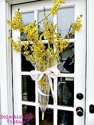 Instead of an ordinary wreath .....Ideas, The Doors, Umbrellas Doors, Spring Flower, Front Doors Decor, Fresh Flower, Spring Wreaths, Filling Umbrellas, Umbrellas Wreaths