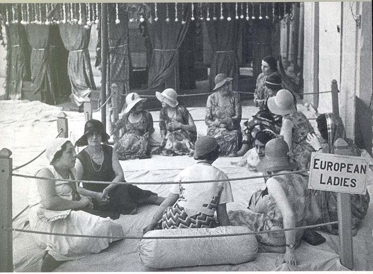 3.1.3. European ladies - Calcutta early 1900. British Raj way of life:  https://www.youtube.com/watch?v=IfSy4jdLY4o&list=RDIfSy4jdLY4o#t=89