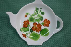 Fleurs et feuilles   L'atelier de MARIDO FLEURY – Peinture sur porcelaine à Ile de la Réunion