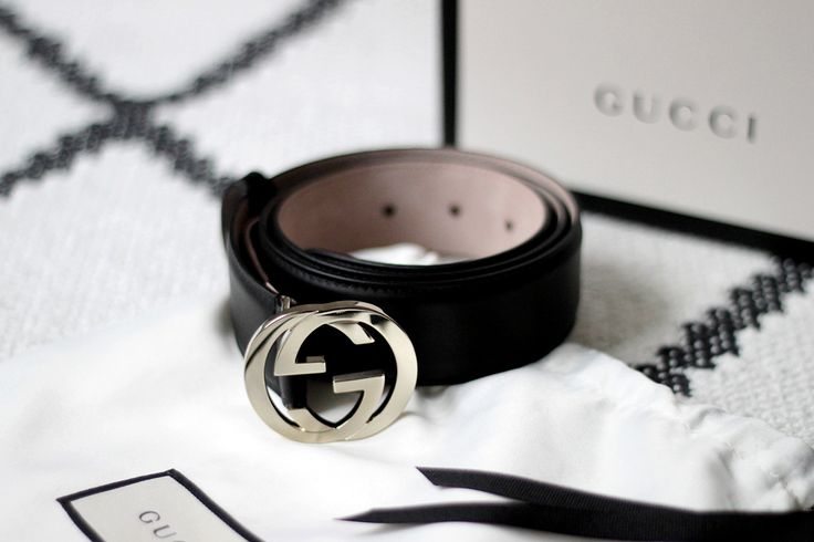 GG Gucci belt in black and gold.