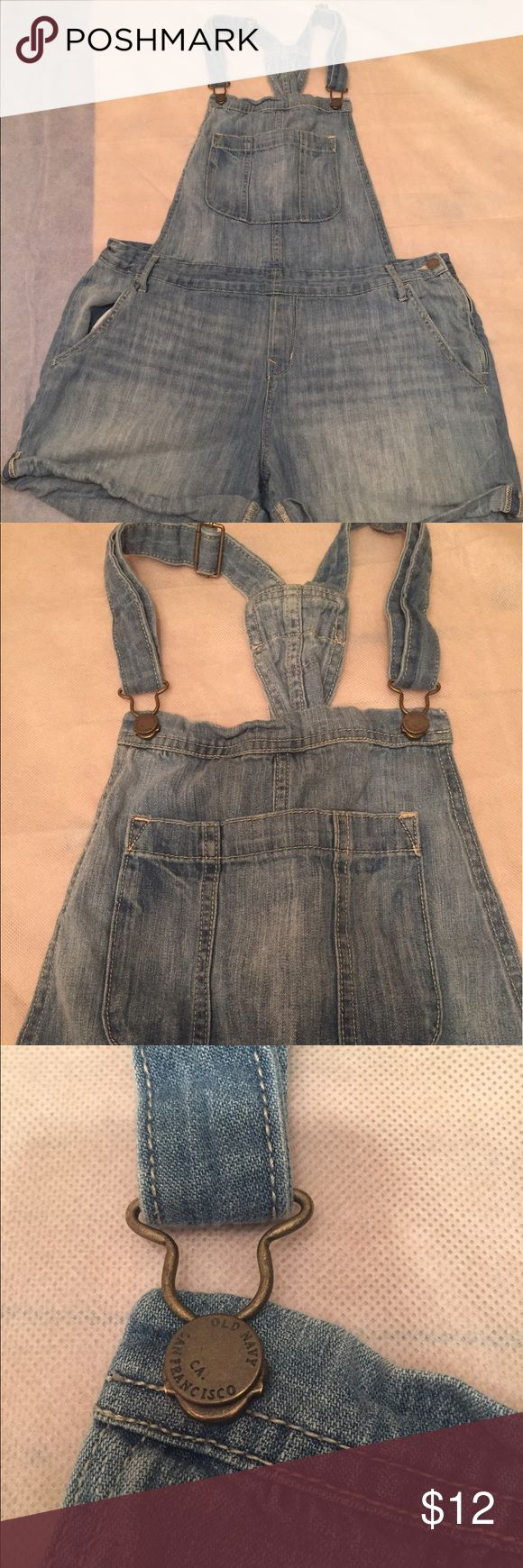 Only navy woman overall size large In excellent condition   Old navy overalls size - large   Measurement   25 inches long from shoulder to bottom   19 inches across the the waist on a flat lay    See picture for details Old Navy Shorts