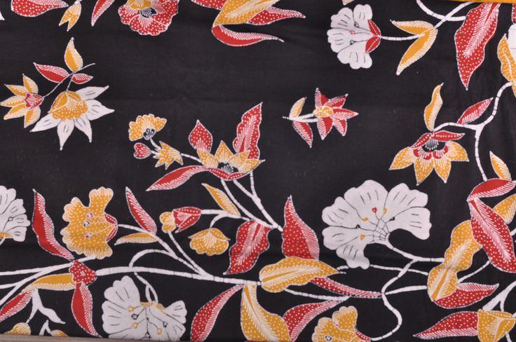 Kain Batik Cirebon warna Hitam dengan motif modern cocok untuk rok dan dress wanita atau kemeja pria.    Ukuran kain 2m X 1m.    Bahan Katun Primissima    Mutu dan kualitas terjamin sangat baik.    Tidak berbau, kain nyaman dipakai