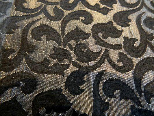 Coupon de 1.10 de tissu damassé noir et vieil argent fleurs arabesques