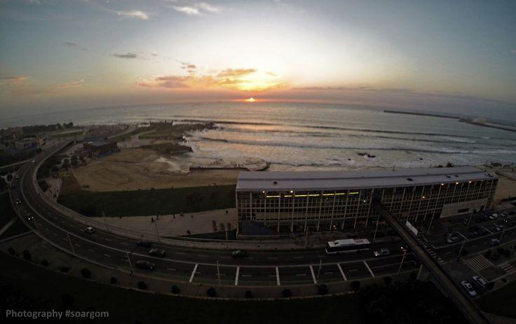 Praia de Matosinhos e Edifício Transparente // http://on.fb.me/1yH1lNO