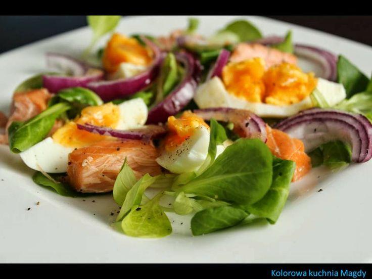 Kolorowa Kuchnia Magdy: Sałatka z łososiem i jajkiem