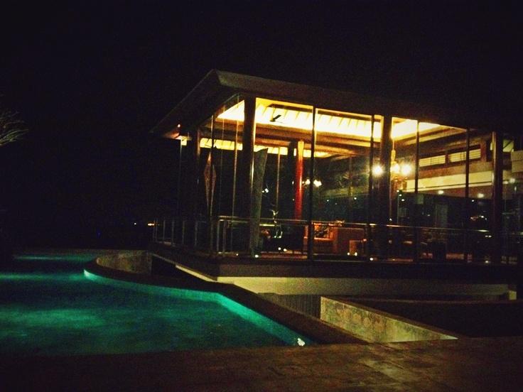 The pool in the evening http://biubiukamala.com/