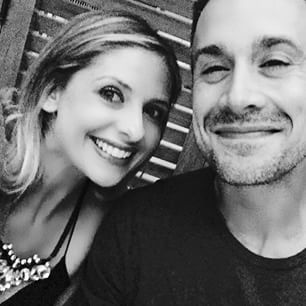 "Sarah Michelle Gellar and Freddie Prinze Jr. enjoyed a date night earlier this week, spending an evening without their kids and even ""stayed up past 10 pm."" Sarah Michelle shared this adorable selfie of the pair. 