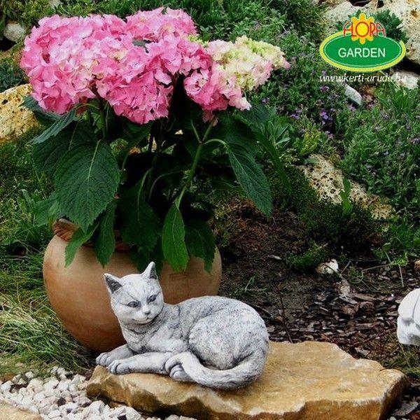 Kerti szobor macska telephelyünkön fotóztam ezeket a termékeket nálunk megvásárolhatod mi vagyon a legnagyobb kerti díszekkel foglalkozó cég Magyarországon.