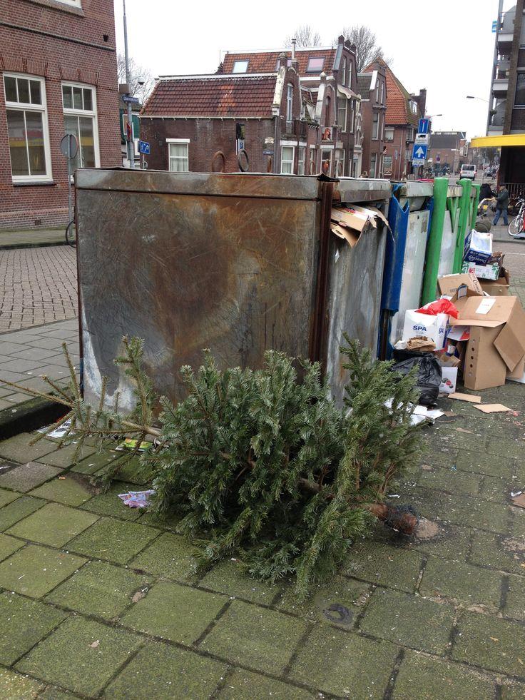 Januari christmastree found during streetartproject in zaandam 2013. www.denkbeelden.com