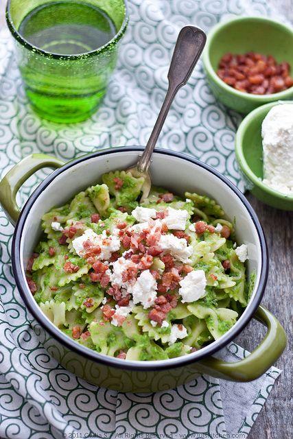 Verde! Pasta al pesto di pisellini e pancetta croccante