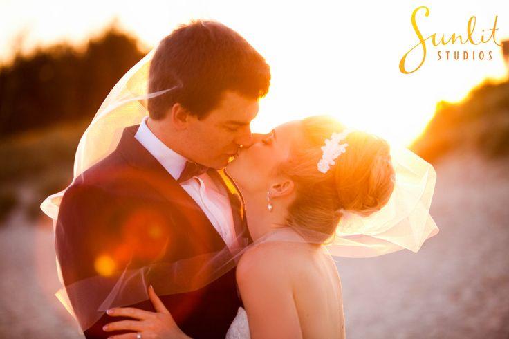 Gold Coast Wedding Photo, a kiss under the veil
