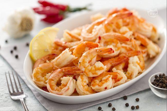 I gamberi aglio e peperoncino sono una classica e veloce tapa spagnola, veramente semplice da preparare e molto gustosa.
