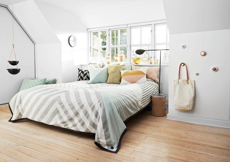 Slaapkamer ingericht met verschillende dessins | Bedroom designed with different dessins | OYOY