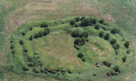 Komoly gondban vagyunk, ha a magyar államalapítás idejének várait szeretnénk jobban megismerni: Karakó község határában azonban két erődítmény maradványai is tanúskodnak erről az időszakról.